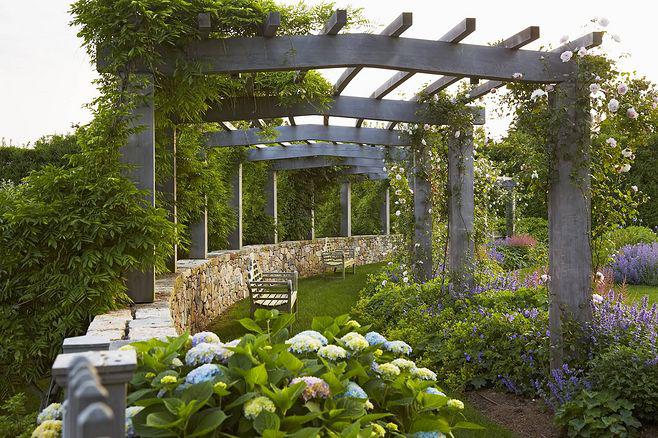 贵阳别墅花园装修设计篇,优雅自然的英式别墅花园装修设计